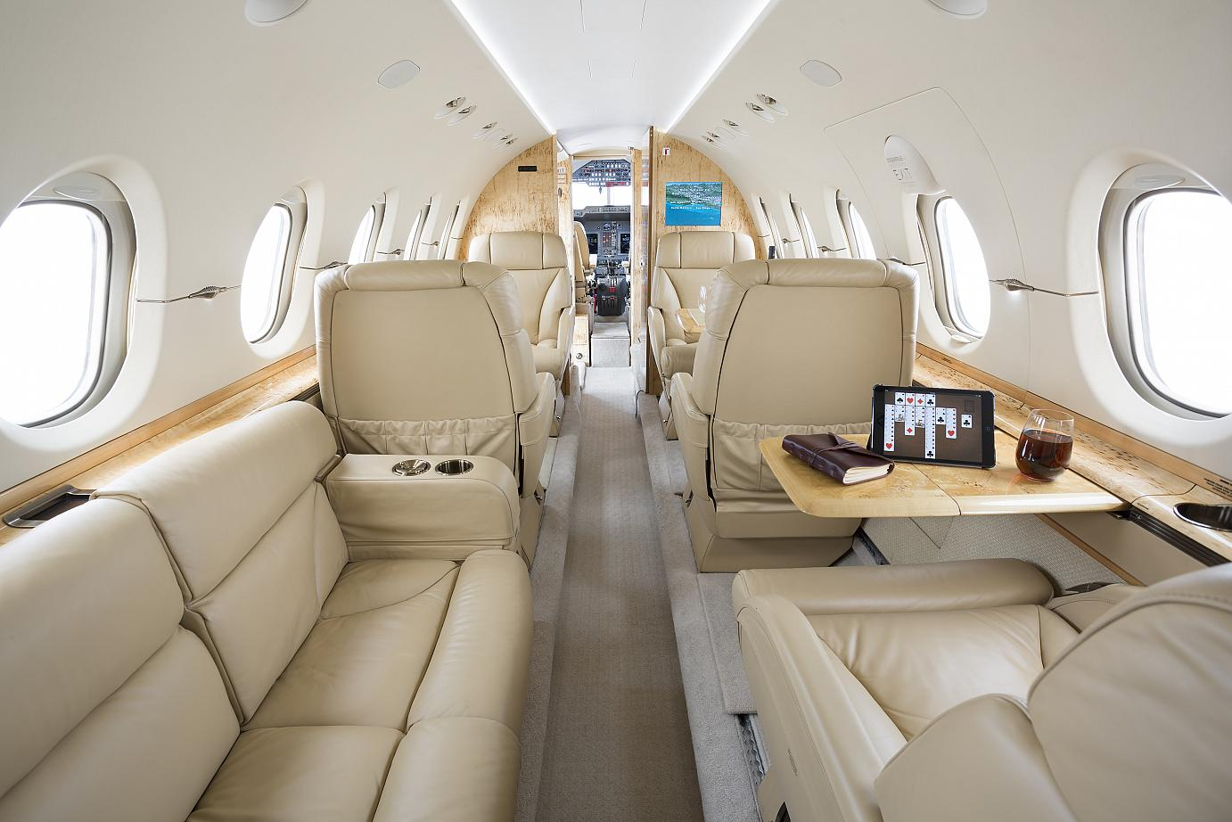 hawker-800xpr-private-jet-charter-flights
